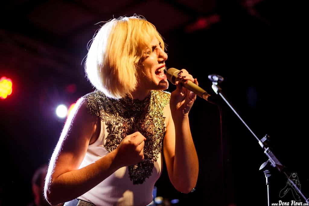 Galería de fotos de conciertos de Aurora & The Betrayers por Dena Flows