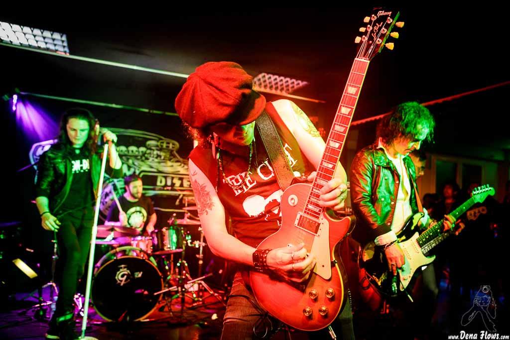 """Dani Blanco -voz-, J.E. Duclosson """"Duclo"""" -batería-, Charlie Rood -guitarra-, Marc Gálvez -guitarra- y Sergi Ventura -bajo de Neon Delta"""