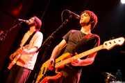 Diego Rodríguez, -guitarra y voz- y Raúl Rodríguez -bajo y voz- de Manett, Bilborock, Bilbao. 2006