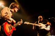 Luther Dickinson -voz y guitarra- y Chris Chew -bajo- de North Mississippi Allstars, Kafe Antzokia, Bilbao. 2006