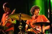 """Javi Vacas -bajo- y Antonio Álvarez """"Pax"""" -batería sustituto- de Los Coronas, Festival Rock & Roll Explosion, Haro. 2006"""