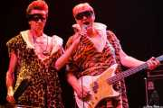 Johnny Rabb -voz- y Pete Curry -bajo- de The Neanderthals (Kafe Antzokia, Bilbao, 2006)