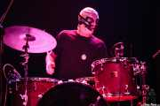 "Jason ""Teen Beat"" Smay, baterista de Los Straitjackets & Kaiser George, Kafe Antzokia, Bilbao. 2006"