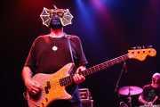 "Pete Curry- bajo- y Jason ""Teen Beat"" Smay -batería- de Los Straitjackets & Kaiser George, Kafe Antzokia, Bilbao. 2006"