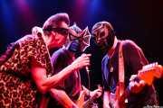 Johnny Rabb -voz invitado-, Pete Curry -bajo- y Eddie Angel -guitarra- de Los Straitjackets & Kaiser George, Kafe Antzokia, Bilbao. 2006