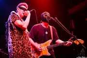 Johnny Rabb -voz invitado- y Eddie Angel -guitarra- de Los Straitjackets & Kaiser George, Kafe Antzokia, Bilbao. 2006
