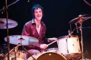"""Sören """"Sulo"""" Karlsson, cantante de Diamond Dogs, en la batería (Kafe Antzokia, Bilbao, 2006)"""