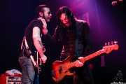 Jesse Hughes- voz y guitarra- y Brian O'Connor -bajo- de The Eagles of Death Metal, Kafe Antzokia, Bilbao. 2007