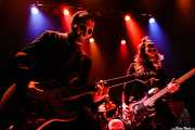 El Canibal -guitarra-, El Bravo -batería- y El Kahuna -bajo- de Los Tiki Phantoms (Bilborock, Bilbao, 2007)
