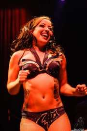 Tara Pontani, bailarina burlesque de Los Straitjackets & Kaiser George & The Pontani Sisters, Kafe Antzokia, Bilbao. 2007