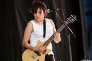 Mary Ramirez, guitarrista de The Detroit Cobras (Siren Festival, Nueva York, 2007)