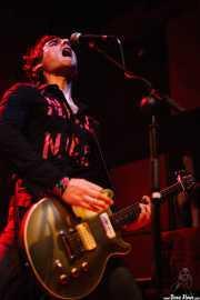 Iker Illarramendi, guitarrista de Nuevo Catecismo Católico (Kafe Antzokia, Bilbao, 2008)