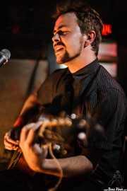 Casey Laforet, guitarrista y bass pedal de Elliott Brood, El Balcón de la Lola, 2008