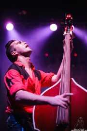 Edu Uña, contrabajista de Jukebox Racket (Kafe Antzokia, Bilbao, 2008)
