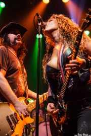 Blaine Cartwright -voz y guitarra- y Ruyter Suys -guitarra- de Nashville Pussy (Kafe Antzokia, Bilbao, 2009)