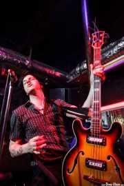 Gavin Jay, bajista de The Jim Jones Revue (El Balcón de la Lola, Bilbao, 2009)