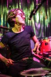 Miryam Petralanda, baterista, percusionista, multiinstrumentista de Gora Japón, El Balcón de la Lola, Bilbao. 2009