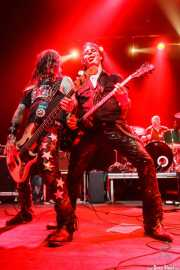 Billy Velvet -bajo-, Rory Kelly -guitarra- y Mike Irwin -batería- de Crank County Daredevils (Kafe Antzokia, Bilbao, 2010)