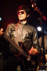 Hector Penalosa, bajista de The Zeros (Sala Azkena, Bilbao, 2010)
