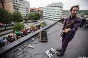 Joseba Irazoki, guitarrista de Atom Rhumba (The Yard, Bilbao, 2010)