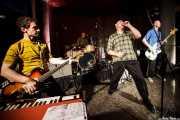 """Steve """"Sammy"""" Rager -teclado y guitarra-, Alex Hall, -batería-, Deke Dickerson -guitarra y voz- y Steve """"King of Men"""" Mace -bajo- de Untamed Youth, Hotel Casa Fuster, Barcelona. 2010"""