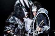 Gene Simmons (The Demon) -bajista-, Tommy Thayer (The Spaceman) -guitarrista- y Paul Stanley (The Starchild) -guitarrista y cantante- de Kiss, Azkena Rock Festival. 2010