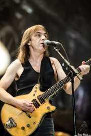 Malcolm Young, guitarrista de AC/DC (Ésta podría ser la última foto decente de Malcolm sobre el escenario | This might be Malcolm's last decent photo on stage), Estadio de San Mamés, Bilbao. 2010