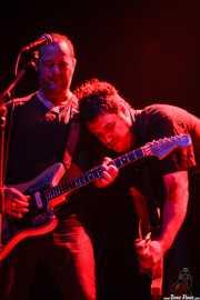 Juanjo Arias -guitarra- y David Hono -voz y guitarra- de Ya te digo, Kafe Antzokia, Bilbao. 2010