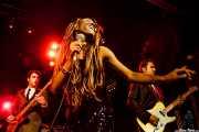 Daniel Segura -bajista-, Koko-Jean Davis -cantante- y guitarrista de The Excitements, Joy Eslava, 2010