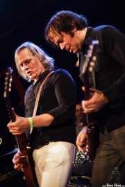"Eddie ""King"" Roeser -voz y guitarra- y Kurt Bloch -guitarra- de The Fastbacks Tribute Variety Show (Tractor Tavern, Seattle, 2010)"