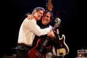 Bajista y Kurt Bloch -guitarra- de The Fastbacks Tribute Variety Show (Tractor Tavern, Seattle, 2010)