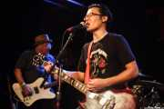 Jim Sangster -bajo- y cantante-guitarrista de The Fastbacks Tribute Variety Show (Tractor Tavern, Seattle, 2010)