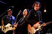 Cantante-guitarrista, Jim Sangster -bajo-, guitarra y Kurt Bloch -guitarra- de The Fastbacks Tribute Variety Show (Tractor Tavern, Seattle, 2010)