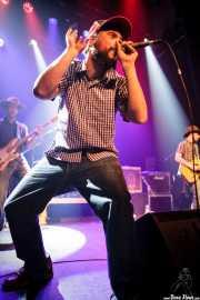 "Iker Ramos -bajo-, Gorka Roman ""Osman"" -voz y guitarra- y Beñat Retolaza ""Retochains"" -guitarra- de The Riff Truckers (Bilborock, Bilbao, 2010)"