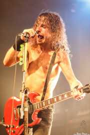 Joel O'Keeffe, cantante y guitarrista de Airbourne (Santana 27, Bilbao, 2010)