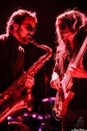 Mikel Piris -cantante, saxofonista, flautista, samplers- y Miguel Comas -guitarra, bajo y samplers- de Mamba Beat, Kafe Antzokia, Bilbao. 2011