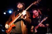 Craig Bell -bajo- y John Paul Green -guitarra y armónica- de The Cubical (Sala Azkena, Bilbao, 2011)