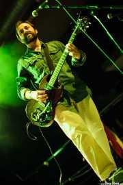 Álvaro Real, cantante y guitarrista de El Inquilino Comunista (Santana 27, Bilbao, 2011)