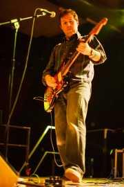 Santi Real, cantante y guitarrista de El Inquilino Comunista (Santana 27, Bilbao, 2011)