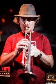 Alberto Modino, trompetista de Los Platillos Volantes (El Balcón de la Lola, Bilbao, 2011)