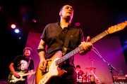 Juanjo Arias -guitarra-, David Hono -voz y guitarra- y Mariana Pérez Abendaño -batería- de Sonic Trash, Sala Cúpula (Teatro Campos Elíseos), Bilbao. 2011