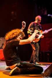 Michael Kastelic -voz- y Greff Kostelic -guitarra- de The Cynics, Kafe Antzokia, Bilbao. 2011