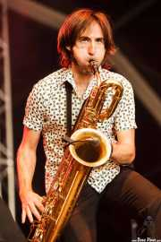 Joe González, saxofonista de Atom Rhumba (Azkena Rock Festival, Vitoria-Gasteiz, 2011)