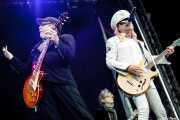 Rick Nielsen -guitarra-, Tom Petersson -bajo- y Robin Zander -voz y guitarra- de Cheap Trick (Azkena Rock Festival, Vitoria-Gasteiz, 2011)
