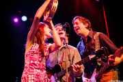 Jeanine Attaway -teclista-, Jason Gentry -bajista- y Daniel Wilcox -guitarrista- de The Ugly Beats, Kafe Antzokia. 2011