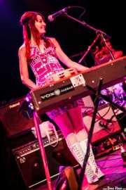Jeanine Attaway. teclista de The Ugly Beats, Kafe Antzokia. 2011