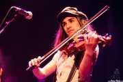Nerea Alberdi Etxebarría, violinista de Dr. Maha's Miracle Tonic (26/11/2011)