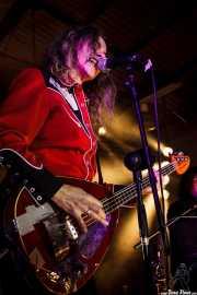 Toody Cole, bajista y cantante de Pierced Arrows, Barreiro Rocks. 2011