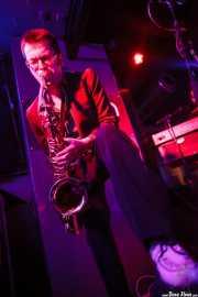Willy Kalambres Wallace, saxofonista  de The Cherry Boppers (Sala Azkena, Bilbao, 2012)