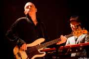 Marc Arciero -bajo- y James Hallawell -teclado- de The Waterboys (Santana 27, Bilbao, 2012)